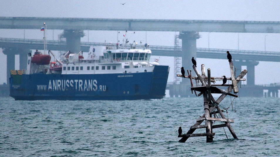 Russia blocks Ukrainian Azov Sea ports, minister